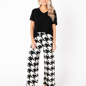 Black & White Houndstooth Wide Leg Knit Pant